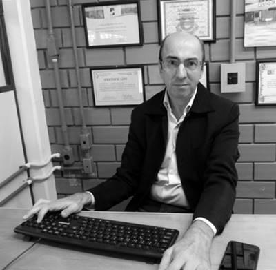 Assessor da Presidência da ACADEF, Tarcízio Cardoso, em sua mesa de trabalho